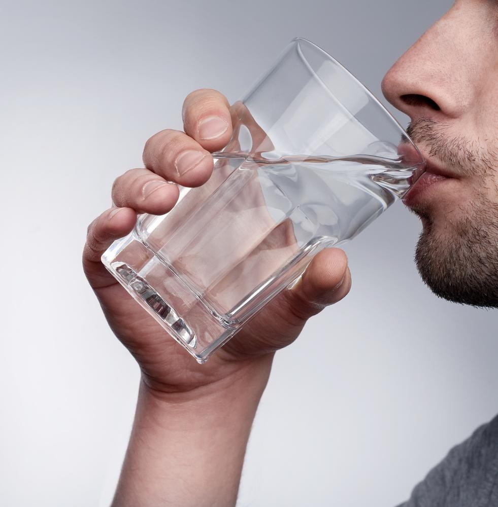 Картинки человека пьющего воду